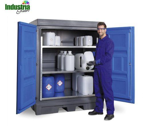 armadio con scaffalatura